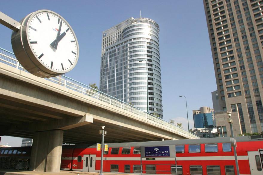 A vallásos pártok tiltakozására minimumra csökkentették a tel-avivi vasútvonalon a szombati építkezéseket
