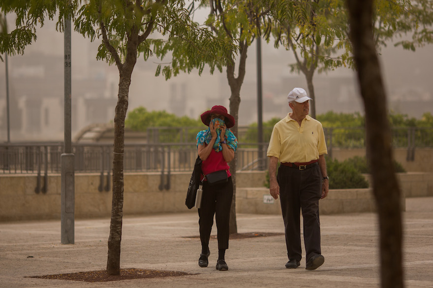 People walk with face covers at Jaffa Gate near the Tower of David in Jerusalem, Sept. 8, 2015, as a  sandstorm hit across Israel. (Yonatan Sindel/Flash90)