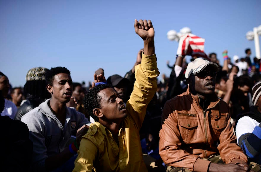 Migrants from Eritrea and Sudan protesting outside the U.S. embassy in Tel Aviv, Jan. 6, 2014. (Tomer Neuberg/Flash90)