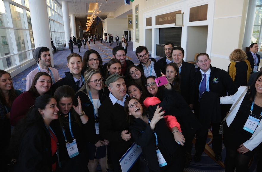 Attendees of the 2014 Jewish Federations of North America General Assembly taking a selfie with Jewish Agency Chairman Natan Sharansky. (The Jewish Agency for Israel Flickr)