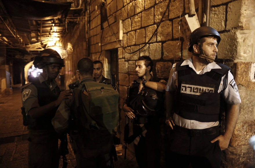Israeli police near the scene where a stabbing attack took place in the Old City of Jerusalem on October 3, 2015. (Yonatan Sindel/Flash90)