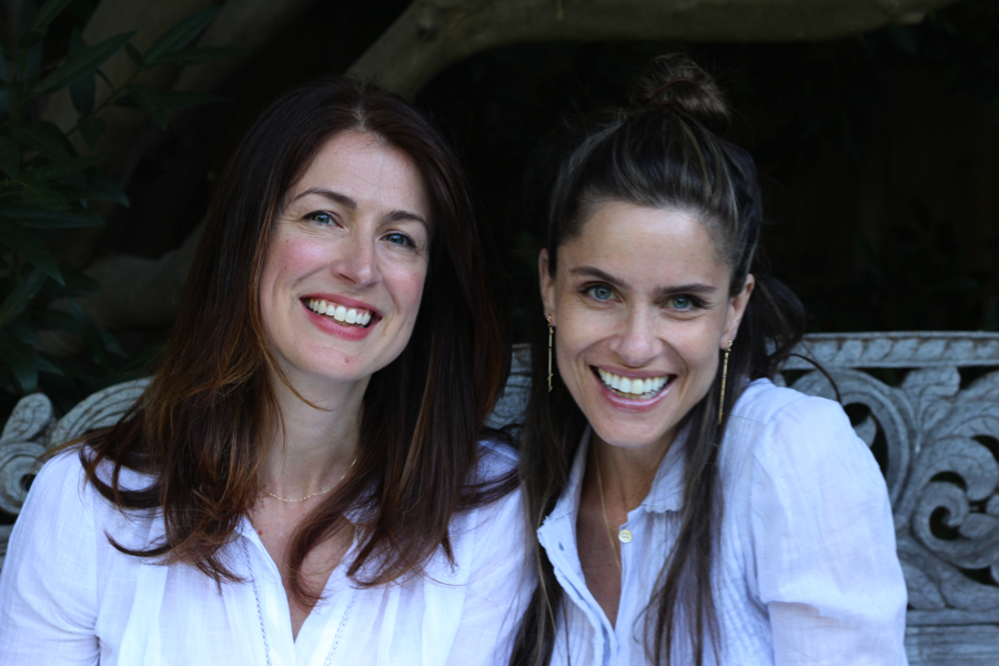 Andrea Troyer, left, and Amanda Peet. (Kveller)