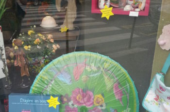 Stars of David advertising sales items at a Parisian housewares shop. (Cnaan Lipschitz)