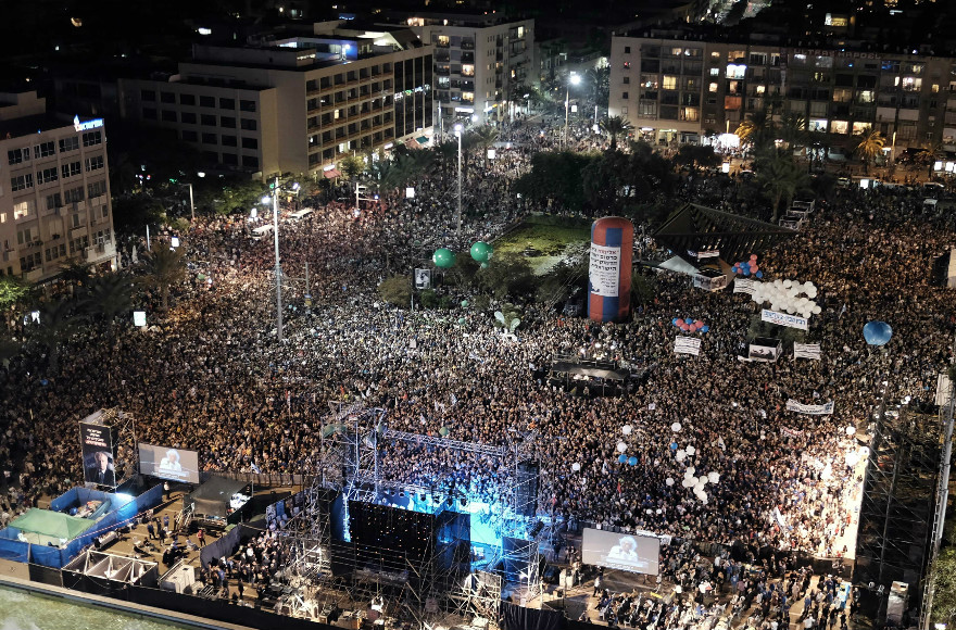 Some 100,000 attend a rally marking the 20th anniversary of the assassination of Israeli Prime Minister Yitzhak Rabin in the same Tel Aviv square in which he was killed during a peace rally. (Flash90/Tomer Neuberg)