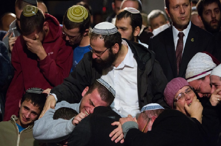 Family and friends mourning at the funeral of terror victims Rabbi Yaakov Litman and his son Netanel, in Jerusalem, Nov. 14, 2015. (Yonatan Sindel/Flash90)