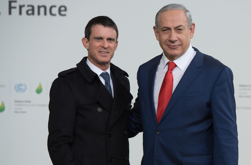 Israeli Prime Minister Benjamin Netanyahu, right, with French Prime Minister Manuel Valls at the United Nations Climate Change Conference in Le Bourget, France, Nov. 30, 2015. (Thierry Orban/Getty Images)