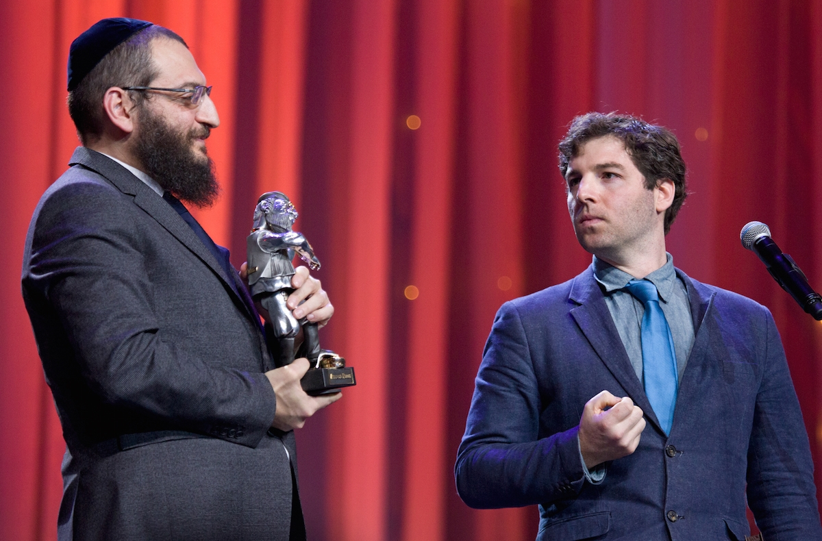 JTA's Cnaan Liphshiz accepts a Fiddler on the Roof Award from Rabbi Boruch Gorin at the Kremlin, Dec. 8, 2015. (Courtesy of Federation of Jewish Communities of Russia)