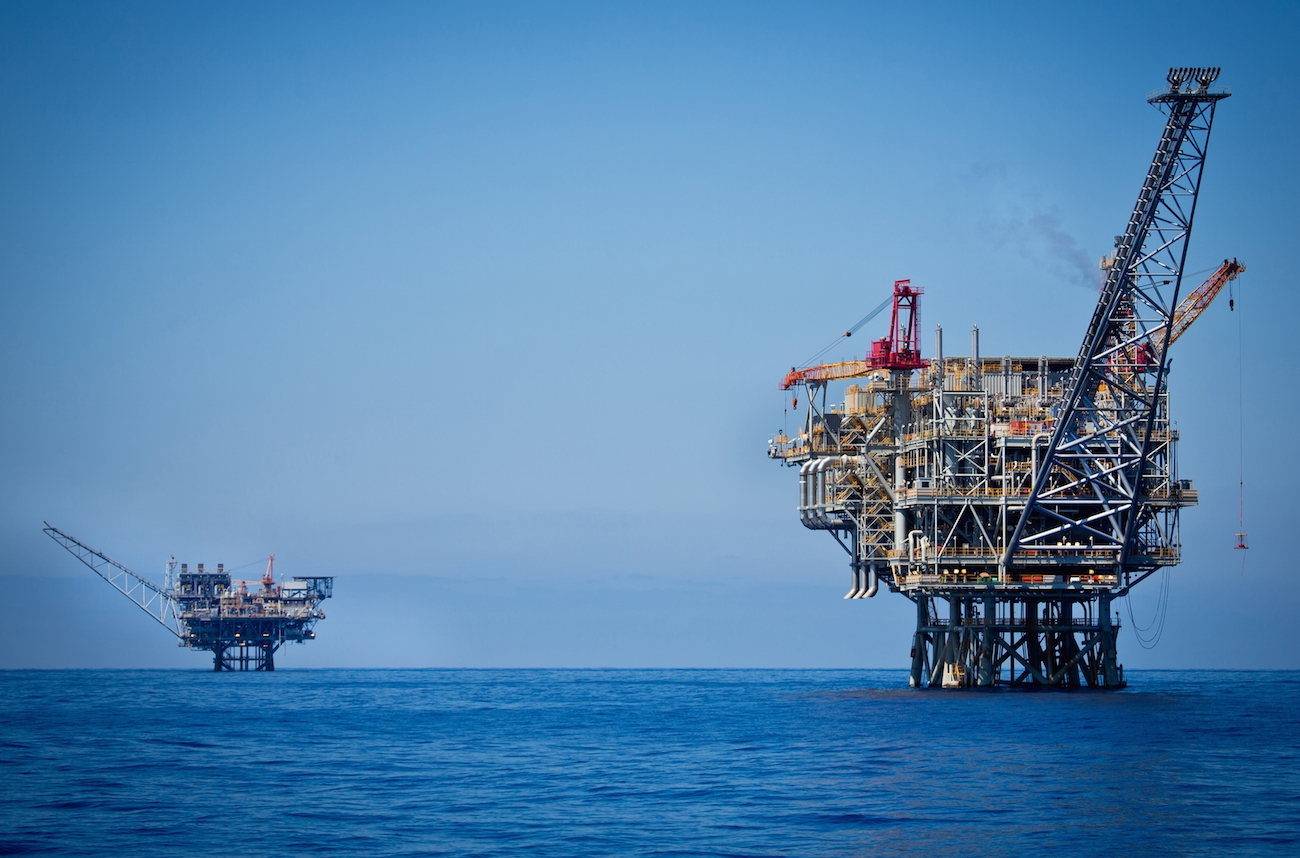 An oil rig in the Tamar natural gas field off the Israeli coast, June 23, 2014. (Moshe Shai/FLASH90)