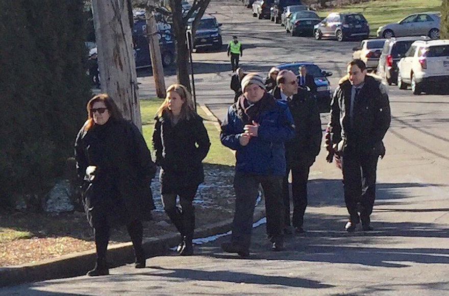 Mourners arriving at Young Israel of Scarsdale for the funeral of Dr. Robin Goldman in Scarsdale, New York, Jan. 22, 2016. (Twitter)