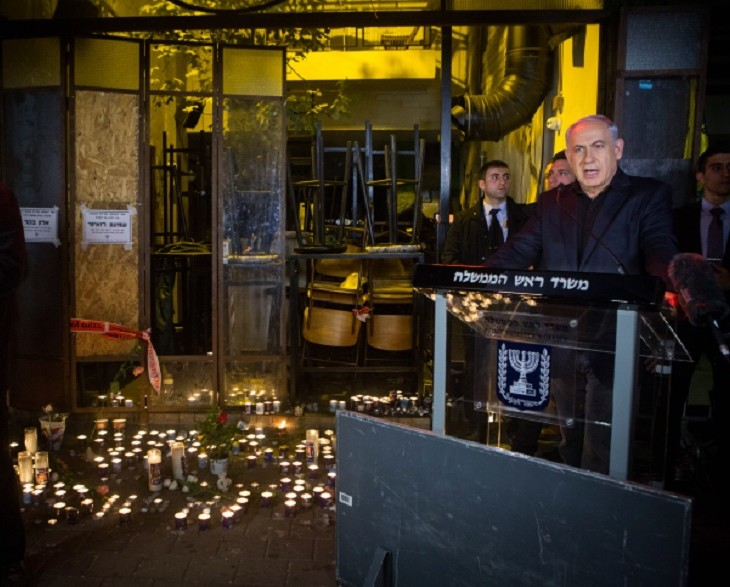 Israeli Prime Minister Benjamin Netanyahu speaking at the scene of the deadly shooting a day earlier outside a pub on Dizengoff Street in central Tel Aviv, Jan. 2, 2016. (Miriam Alster/Flash 90)