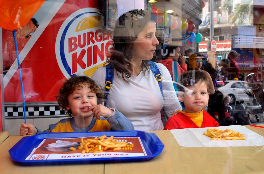 Kids eating at Burger King in Tel Aviv, March 25, 2009. (Serge Attal/Flash90)