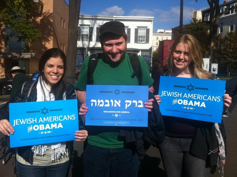 Aaron Weinberg, center, the new Jewish outreach director for the Democratic National Committee, poses in 2012 with other members of the Obama campaign's Jewish outreach team. (DNC)
