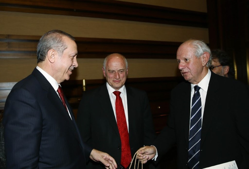 Turkish President Recep Tayyip Erdogan, left, meets Tuesday in Ankara with Malcolm Hoenlein, the executive vice president of the Conference of Presidents of Major American Jewish Organizations, center, and Stephen Greenberg, right, its chairman. (Courtesy of Conference of Presidents)