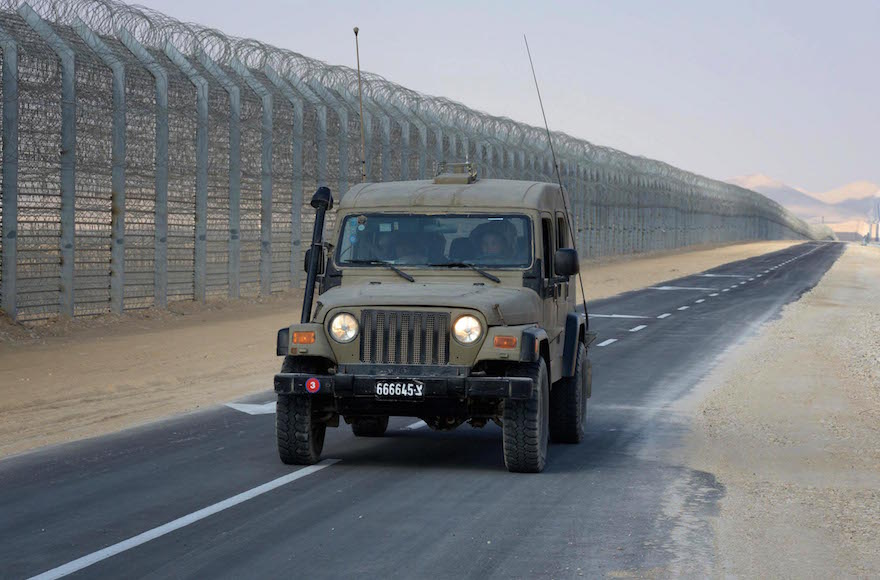 The fence between Israel and Egypt, Jan. 2, 2012. (Moshe Milner/GPO/Flash90)