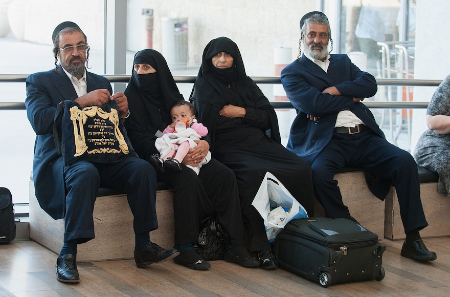 An orthodox Jewish family from Yemen arriving in Israel at Ben Gurion International Airport, August 14, 2013. (Moshik Brin/The Jewish Agency/Flash90
