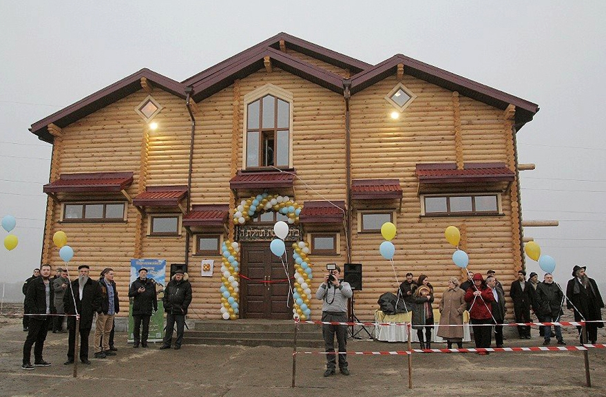Jewish refugees at Anatevka celebrate the opening of the community's new synagogue on Feb. 29, 2016. (Courtesy of the office of Rabbi Moshe Azman)
