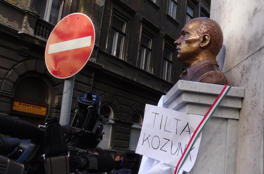 A statue of Gyorgy Donath in Budapest, Feb. 24, 2016. (Adam Csillag)