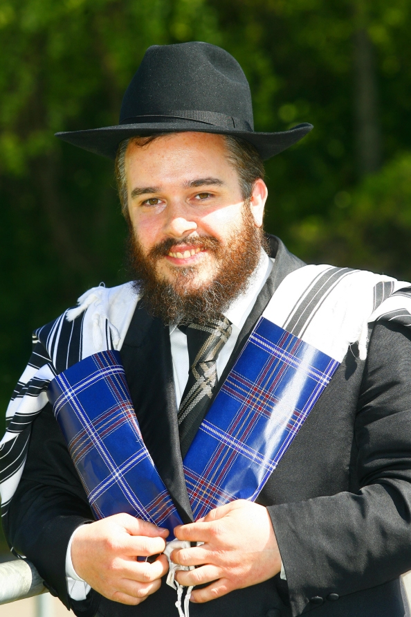 Rabbi  Mendel Jacobs models the kosher tartan prayer shawl. (JewishTartan.com)