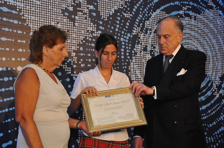 World Jewish Congress President Ronald Lauder, right, with the mother and daughter of the late Argentinean lawyer Alberton Nisman in Buenos Aires, March 17, 2016. (World Jewish Congress)