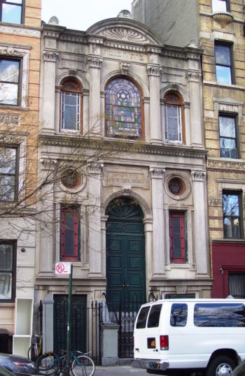 The exterior of the Anshei Meseritz synagogue, which has undergone a renovation and will soon have condos above the synagogue. (Wikimedia Commons)