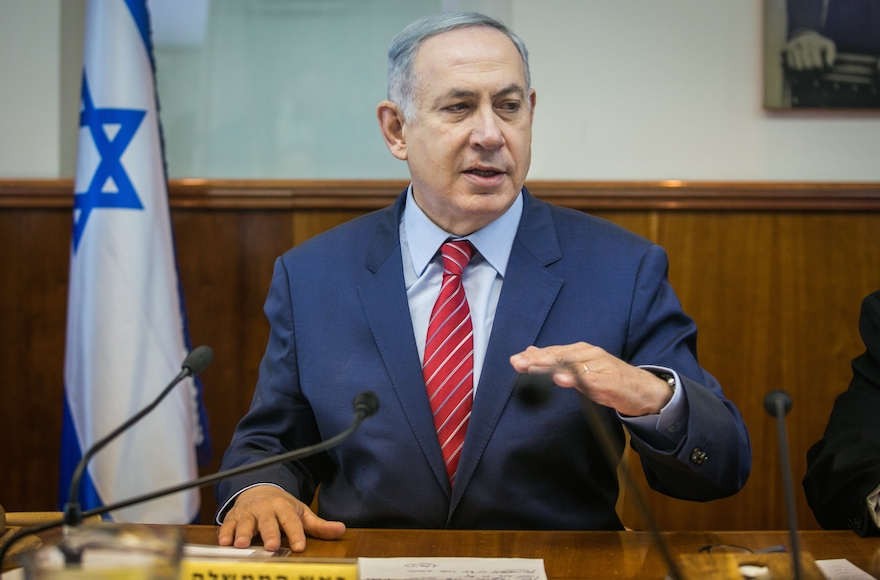 Benjamin Netanyahu leading the weekly Cabinet meeting at the Prime Minister's Office in Jerusalem, April 3, 2016. (Ohad Zwigenberg/Pool/Flash90)