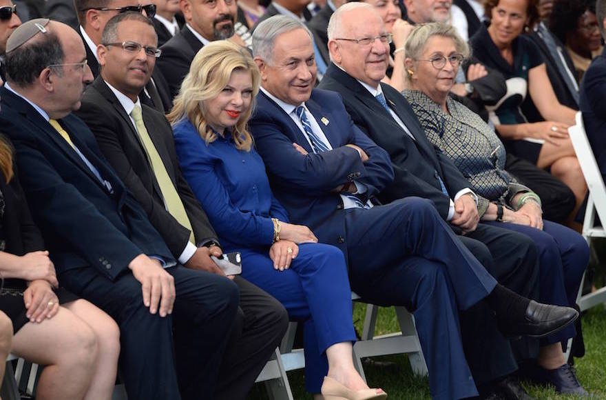 Prime Minister Benjamin Netanyahu and his wife, Sara Netanyahu, attending a celebration for foreign diplomats at the President's Residence in honor of Israel's 68th Independence Day in Jerusalem, May 12, 2016. (Haim Zach/GPO)