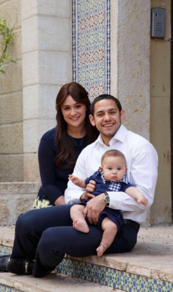 Akiva Neuman, center, with his wife, Chani, and son, Yaakov Shmuel. (Emuni Z.)