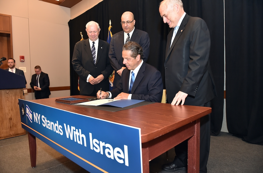 New York Governor Andrew M. Cuomo signing an executive order directing the divestment of public funds supporting the Boycott, Divestment and Sanctions (BDS) campaign against Israel at the Harvard Club in New York City, June 5, 2016. (Kevin P. Coughlin/Office of Governor Andrew M. Cuomo)