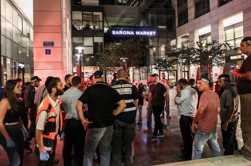 Israeli security forces arriving at the scene of a suspect terrorist opened fire at the Sarona Market in Tel Aviv, June 8, 2016. (Miriam Alster/Flash90)