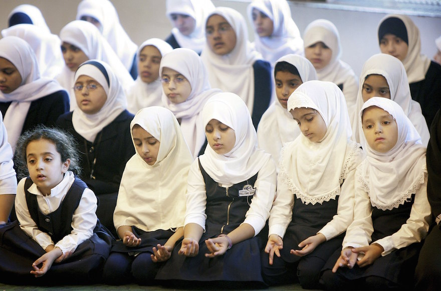 the issue of prayer in the schools of the united states Summary school prayer in its common usage refers to state-approved prayer by students in state schools depending on the country and the type of school, organized prayer may be required, permitted, or proscribed.