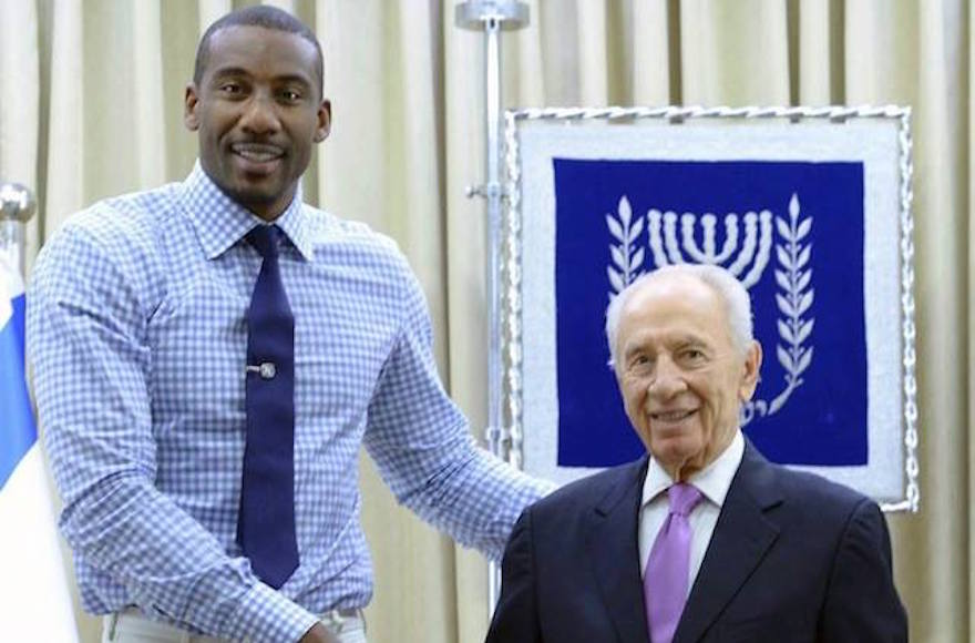 Amar'e Stoudemire, left, with former Israeli President Shimon Peres in Israel. (Facebook)