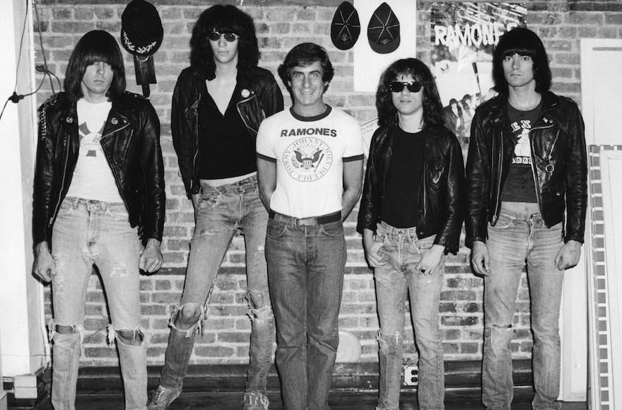 Danny Fields center without black jacket with the members of The Ramones.  sc 1 st  Jewish Telegraphic Agency & The Jewish impresario behind the Ramones the Doors and other rock ...