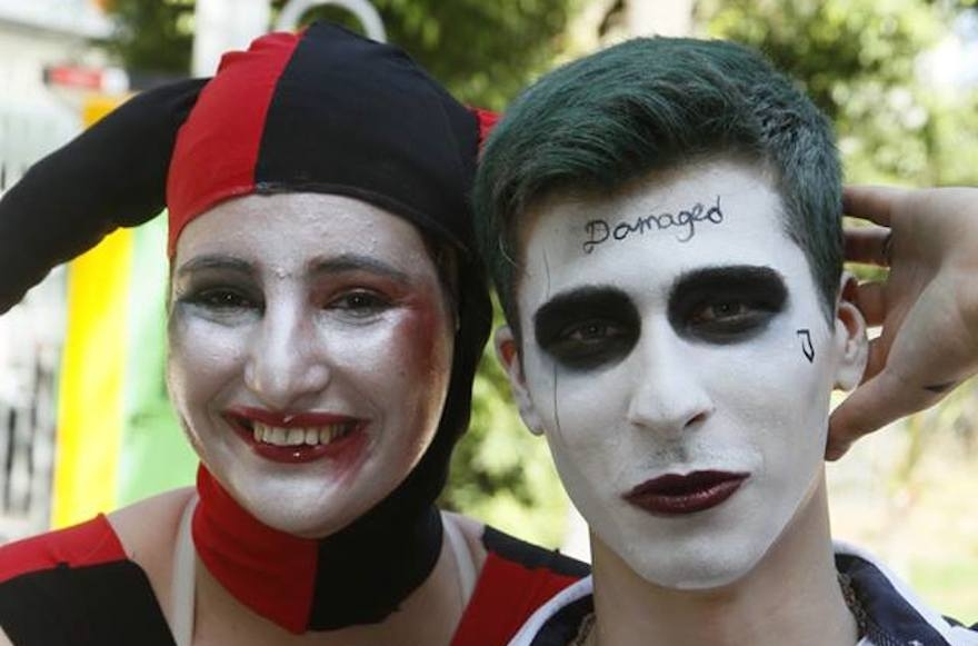 Two visitors to the Icon Festival dressed as Suicide Squad supervillians Harley Quinn and Joker in Tel Aviv, Oct. 19, 2016. (Dan Ofer)