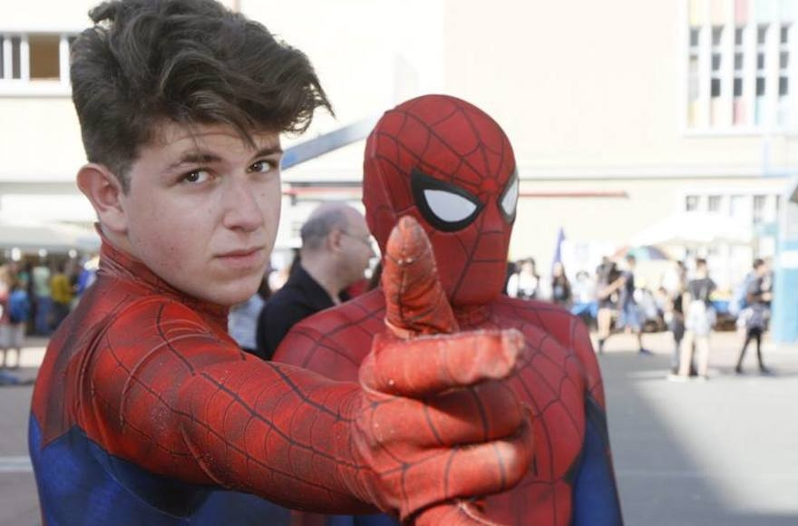 Two young men wearing Spiderman costumes at the Icon Festival in Tel Aviv, Oct. 19, 2016 (Dan Ofer)