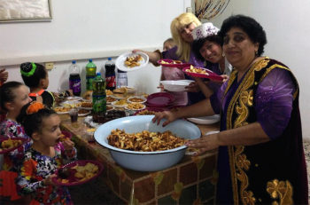 A Bukharian Jewish woman presenting her cooking at a community event in Kiryat Gat, Israel, Nov. 3, 2014. (Courtesy of Bukharim.com)