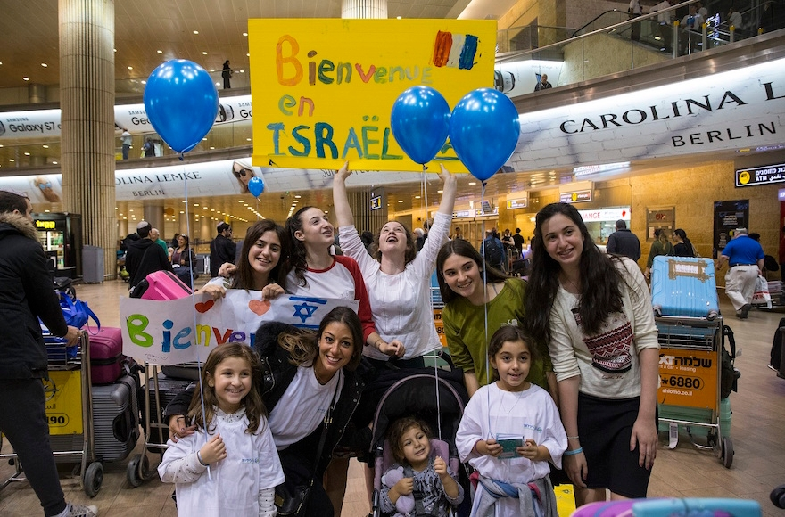 French Jews arriving at Ben Gurion Airport in Israel on Nov. 2, 2016. (Courtesy of the International Fellowship of Christians and Jews)