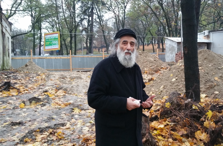 Meylakh Sheykhet at the digging site of the Old Jewish Cemetery of Lviv on Nov. 7, 2016 (Photo: JTA/Cnaan Liphshiz)