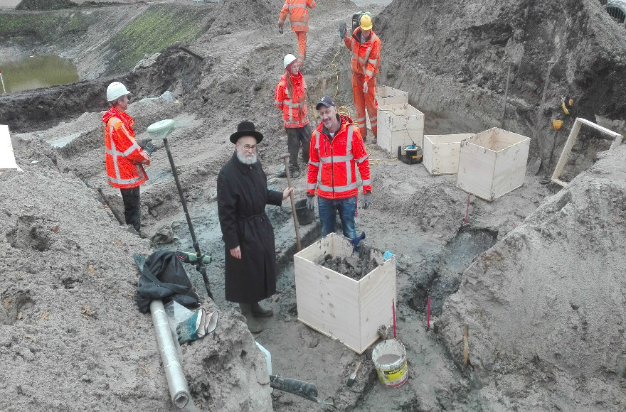 Dutch Chief Rabbi Binyomin Jacobs supervises the removal of human remains from the former Jewish cemetery of Winchoten in the Netherlands on Nov. 6, 2016. (Courtesy/Rabbi Binyomin Jacobs)(