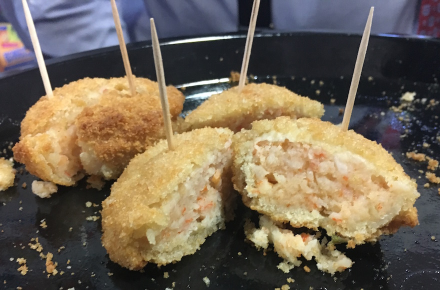 Dyna Sea surimi crab cakes (Josefin Dolsten)