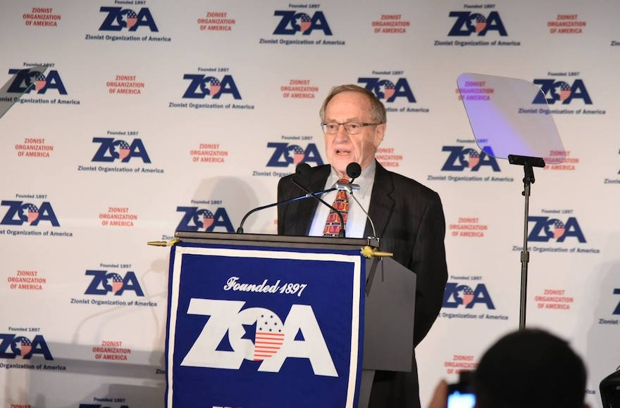 Alan Dershowitz speaking at the Zionist Organization of America dinner in New York City, Nov. 20, 2016. (ZOA/Facebook).