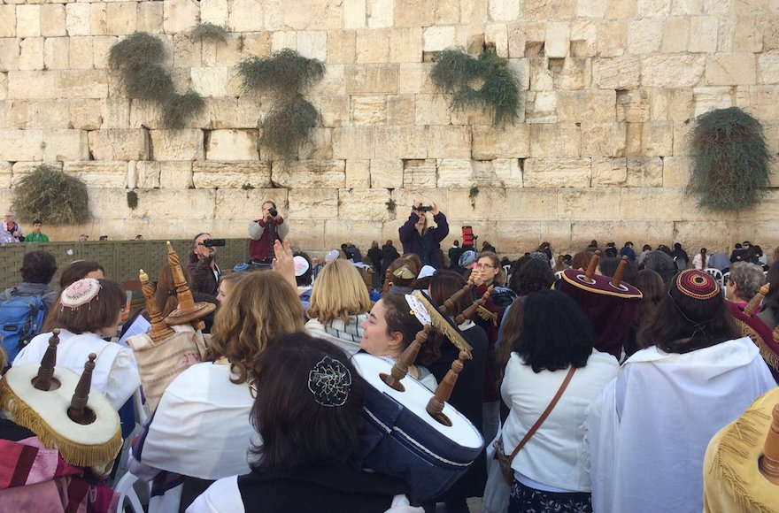 Women of the Wall members bringing Torahs to the Western Wall, Nov. 2, 2016. (Screenshot from Twitter)