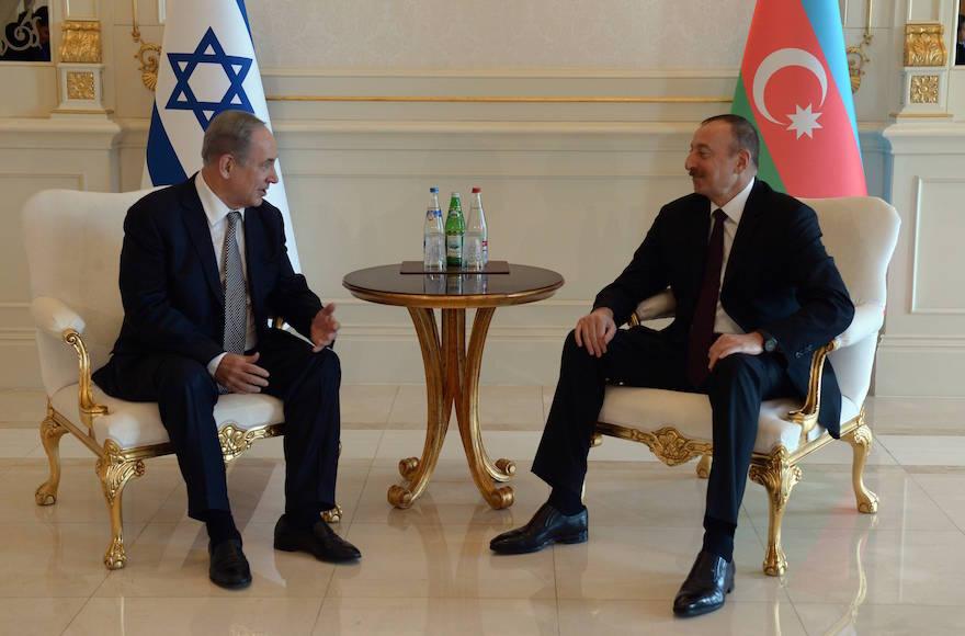 Israeli Prime Minister Benjamin Netanyahu, left, meeting with Azerbaijan President Ilham Aliyev in Baku, Azerbaijan, Dec. 13, 2016 (Haim Zach/Israel Government Press Office)