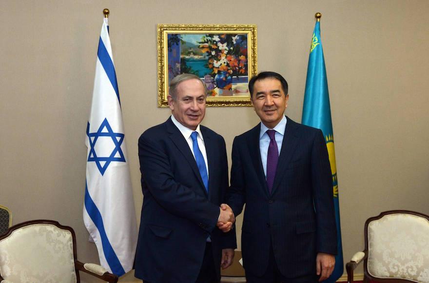Israeli Prime Minister Benjamin Netanyahu, left, meeting with Kazakh Prime Minister Bakytzhan Sagintayev in Astana, Kazakhstan, Dec. 14, 2016 (Haim Zach/Israel Government Press Office)