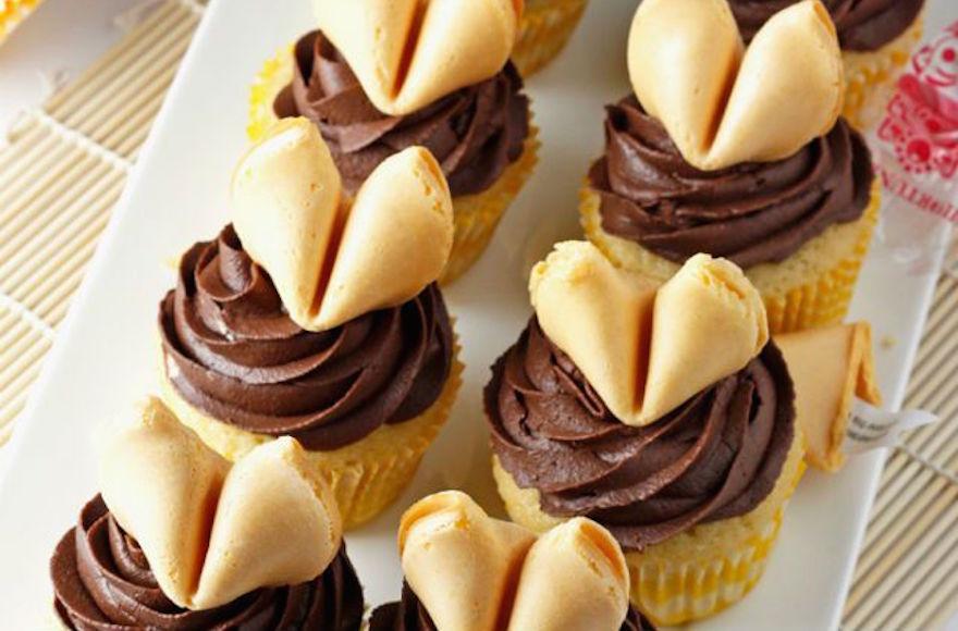 Fortune cookie cupcakes (Samantha Mattox)