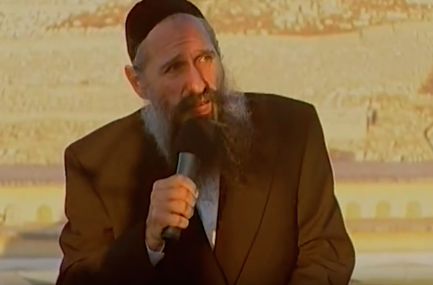 Hasidic singer Mordechai Ben David (Screenshot from YouTube)