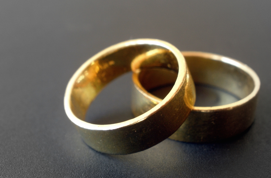 In A Divorce Who Gets The Wedding Ring Por 2017