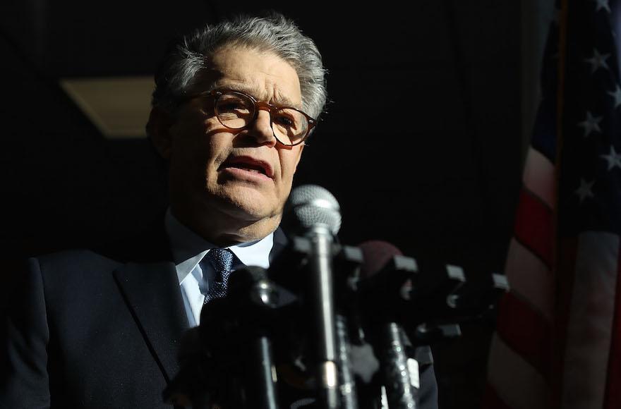Сенатор Эл Франкен уйдет в отставку из-за обвинений в домогательствах