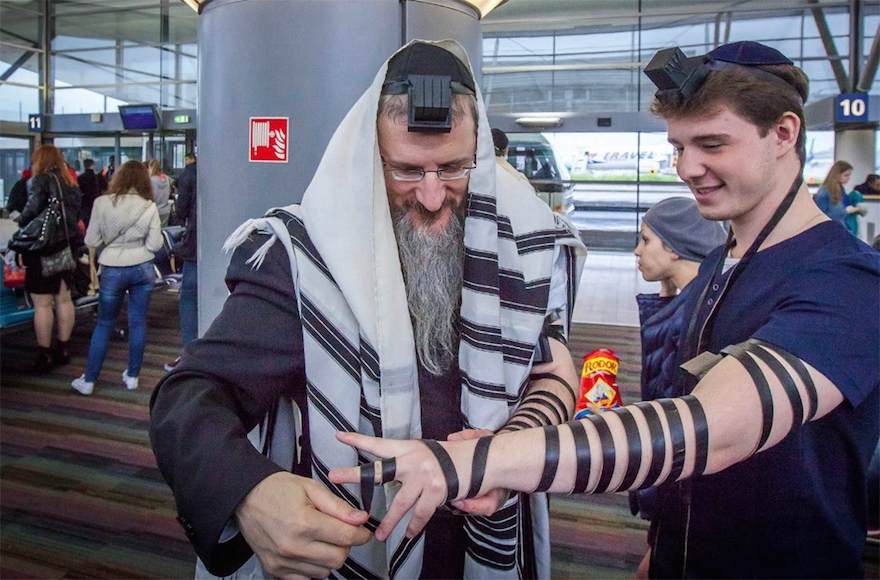 Study shows regular tefillin use can protect men during heart attacks