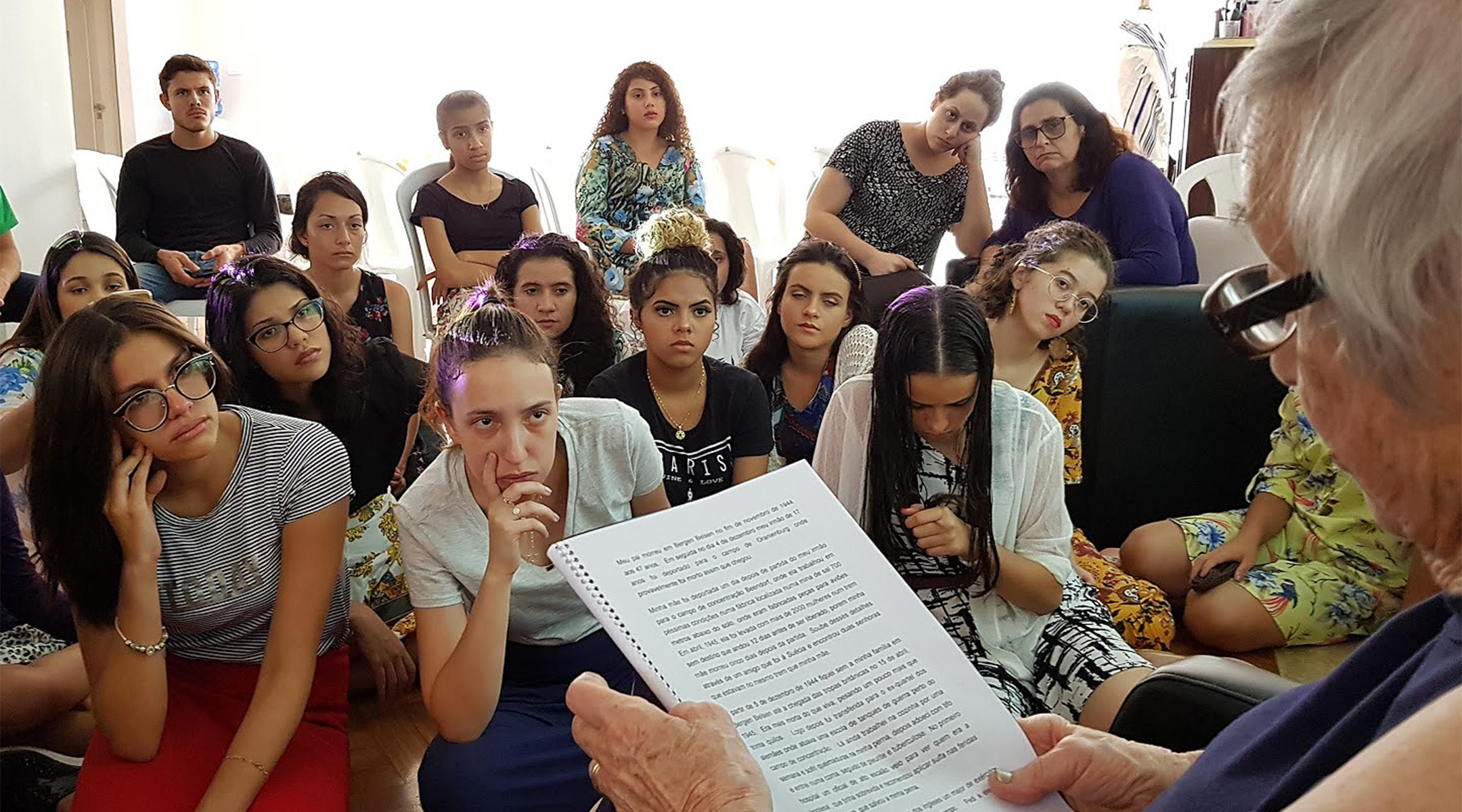 Holocaust survivor Nanette Koning talking to bnei anusim at Yeshiva Camp in Sao Paulo in 2018. (Courtesy of Yeshiva Camp)