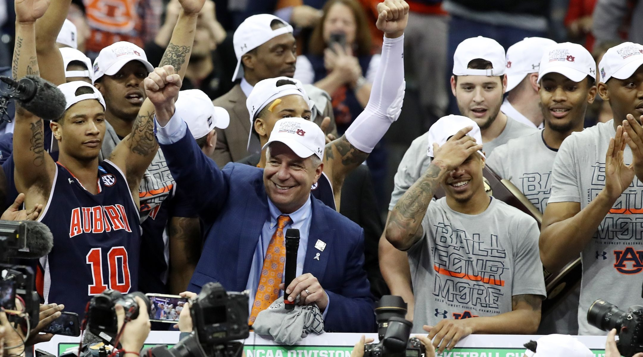 Bruce Pearl Coaches Auburn To Its First Ncaa Men S